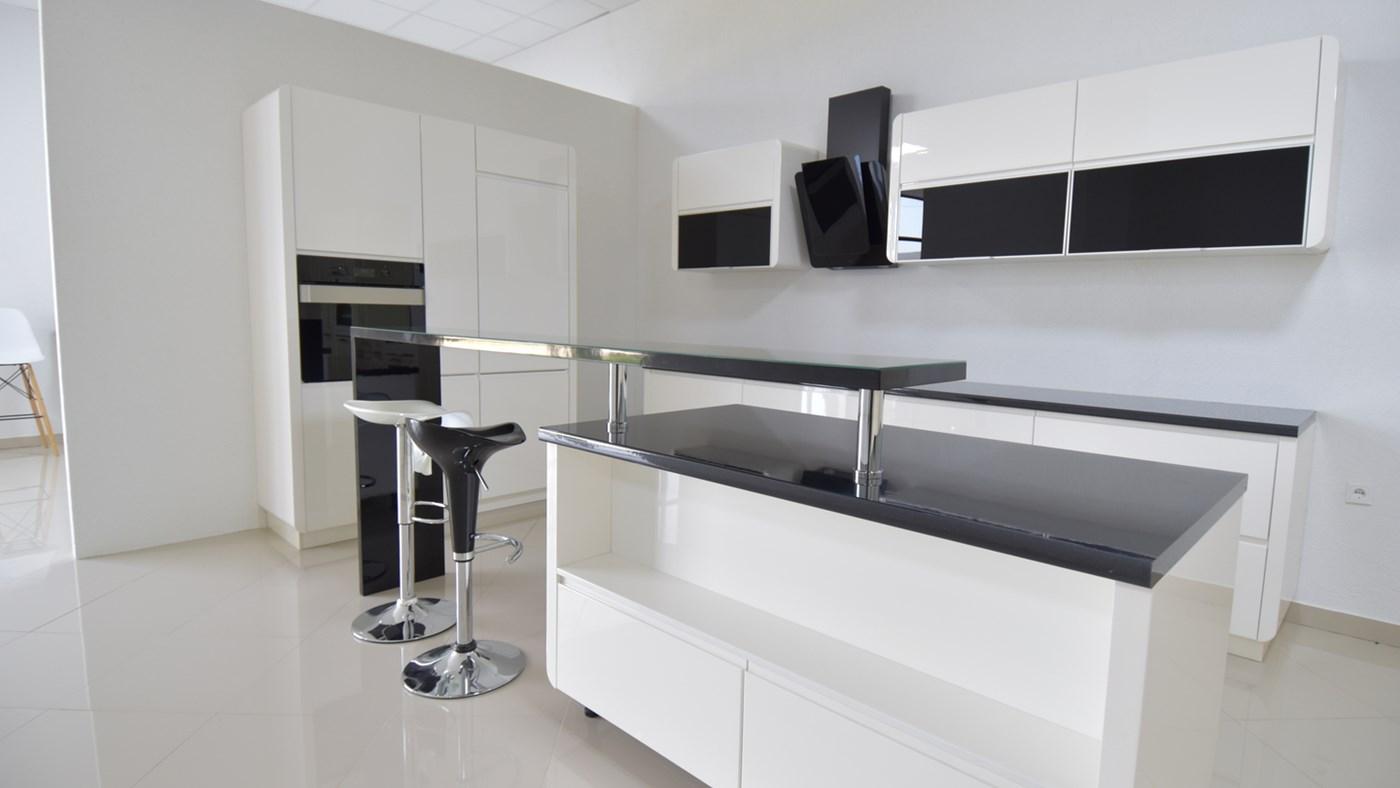 kuhinje po meri tesla d o o. Black Bedroom Furniture Sets. Home Design Ideas